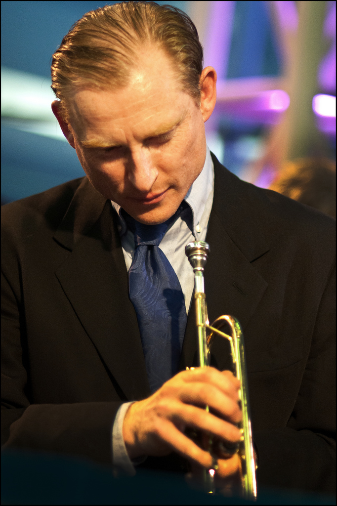 This image has an empty alt attribute; its file name is ian-smith-trumpet-portrait.jpg