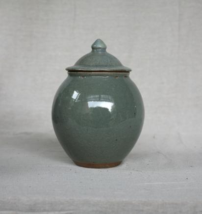 Svend Bayer 22. Lidded Jar, celadon glaze, 26 x 17 cm £215