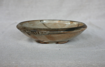 Svend Bayer 31. Dish with Bird, shino glaze, from the side 6 x 25 cm £110