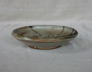 Svend Bayer 32. Dish with Bird, shino glaze, from the side 6 x 26 cm £110