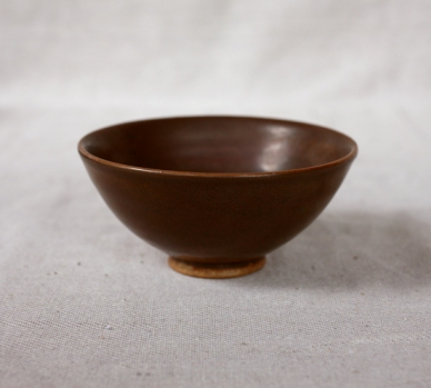 Svend Bayer 36. Bowl, kaki glaze 6.5 x 15cm £110