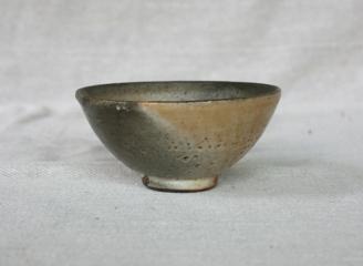 Svend Bayer 40. Bowl, shino glaze, 8 x 15 cm £110