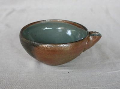 Svend Bayer 64. Bowl with spout, wood ash glaze outside, celadon inside, from above 9 x 18 cm £86