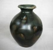 Svend Bayer 9. Jar, Kaki glaze, 32.5 x 22.5 cm £700