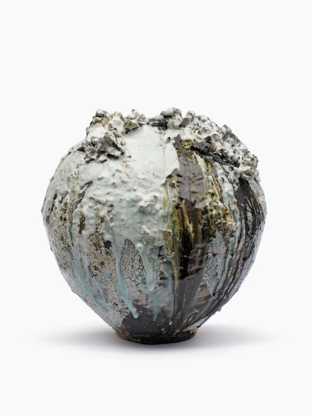 AH1_Moon Jar 1