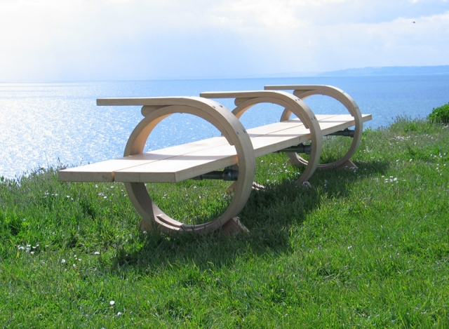 Three Ring Bench by Petter Southall 460 cm (15ft) wide solid oak, steam bent rings